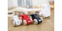 Camion en bois avec voitures de course